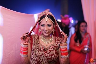 Candid bridal photography.