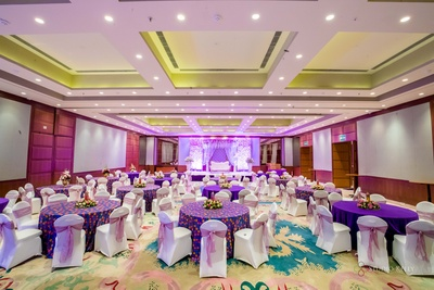 An all-purple theme for the ring ceremony.