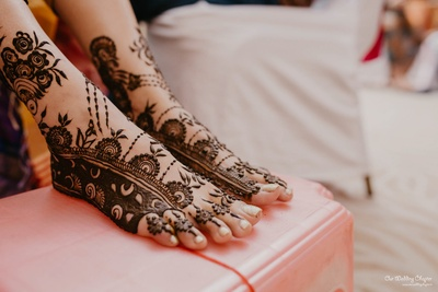 Mansi shows off the beautiful mehendi on her feet