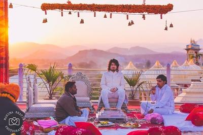 Beautiful mandap setting for a day-time palace wedding held at Chunda palace.