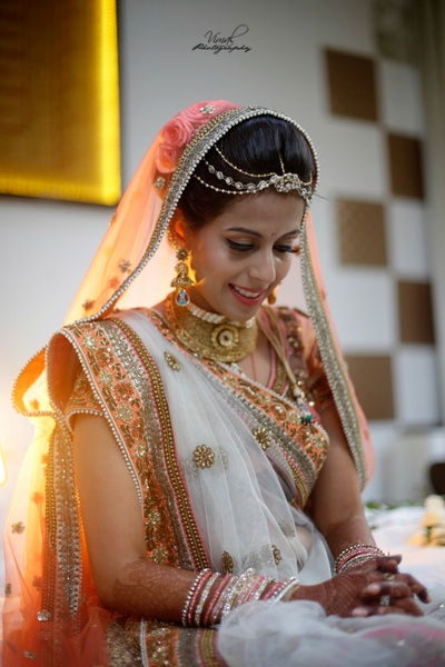 Bride wearing gold choker necklace for the wedding day.