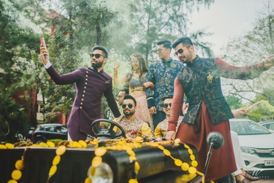 Bride and groom enter their mehndi function in a vintage car