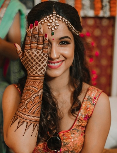 Bridal portrait of the pretty lady at her mehendi