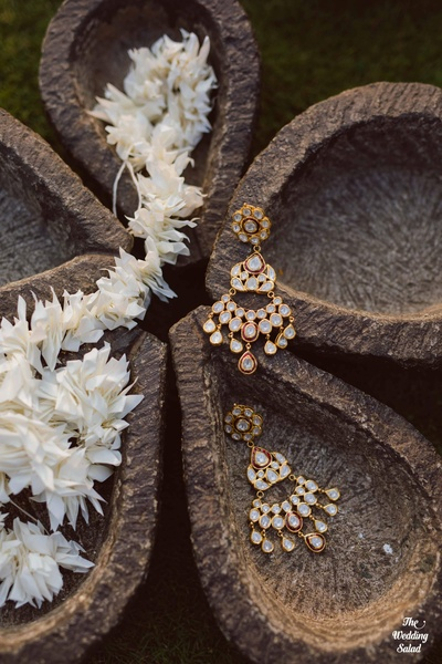 Jewellery shot of the kundan jewellery worn by the bride