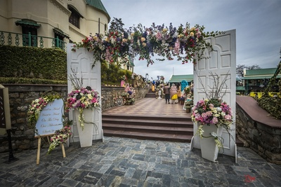 The entrance of the venue decorated with fresh flowers to give an elegant look