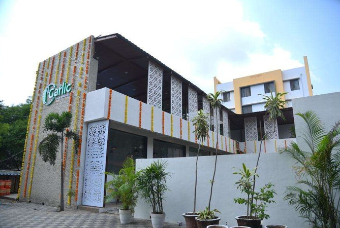 Le Garlic Family Restaurant Dwarka Nashik - Banquet Terrace