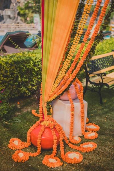 Innovative flower decoration at the mehendi function