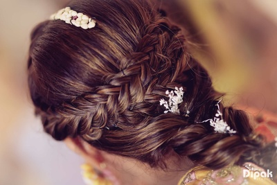 Intricate bridal hair do for the mehndi function