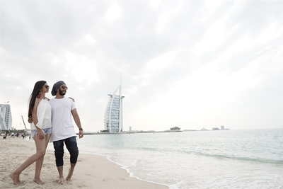 Beach pre wedding at Dubai
