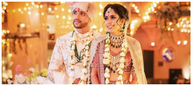 Akash & Kajal Delhi : A must-see fashionista bride who wore a unique mauve velvet blouse paired with an ivory lehenga!