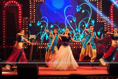 Celebrity dancer, Shakti Mohan performing for the couple's sangeet ceremony