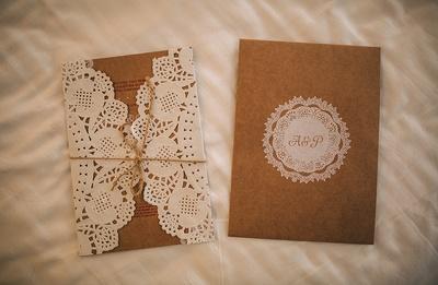 Scalloped edged lace invite ideas