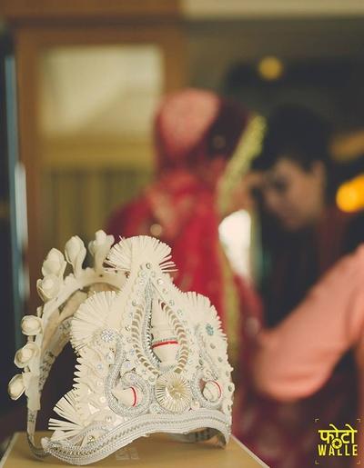 Bridal Bangali mukut with intricate design work.