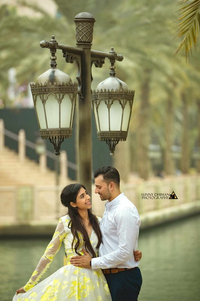 Bride and Groom pose for their photoshoot in Dubai