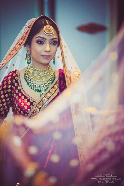 Krutika paired emerald and gold jewellery with her heavy lehenga, choosing to go with minimal jewellery as a contrast