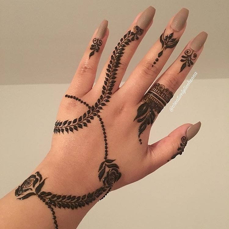 simple and nice mehndi design
