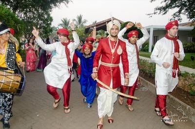 Baaratis entering the wedding venue with dhols.