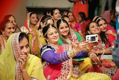 An all ladies wedding selfie!