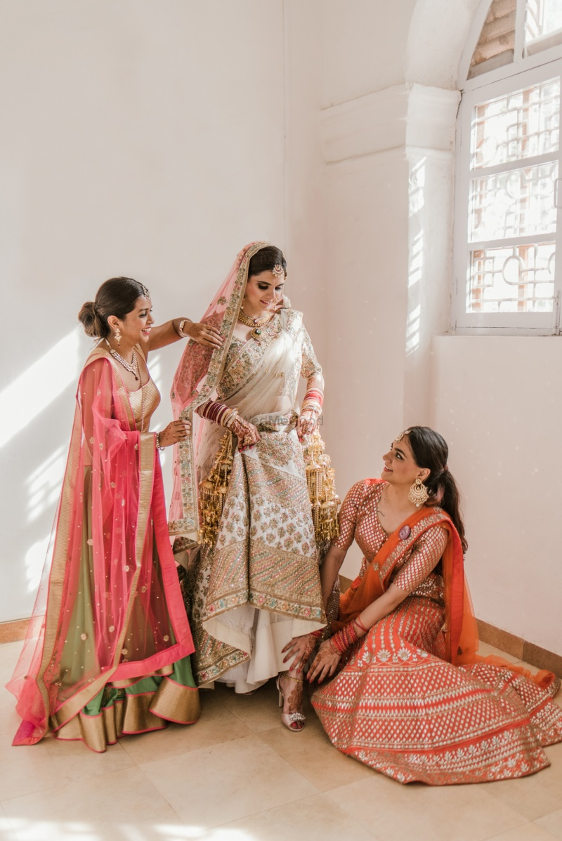 3.Sisters always make sure that everything is okay, even your wedding attire!