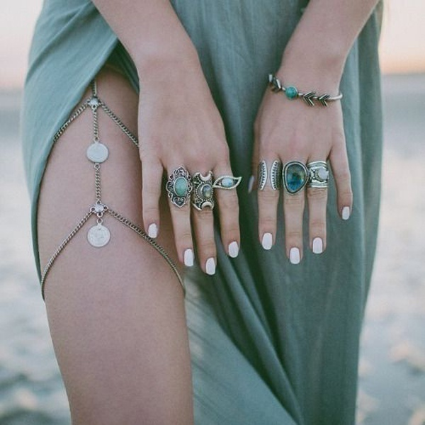 Delicate Necklaces as Thigh Jewellery