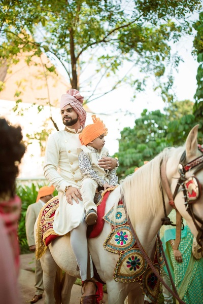 The groom on his horse ready to enter the wedding