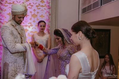 Prashant helps Mansi get onto the stage