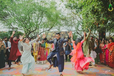 Groom's dance performance during the mehndi function