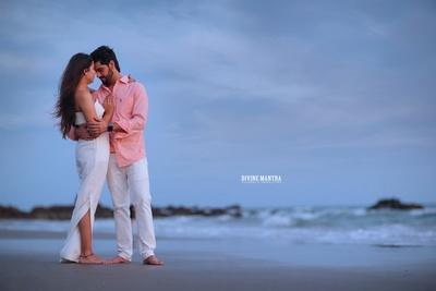 romantic pre wedding photoshoot by the beach