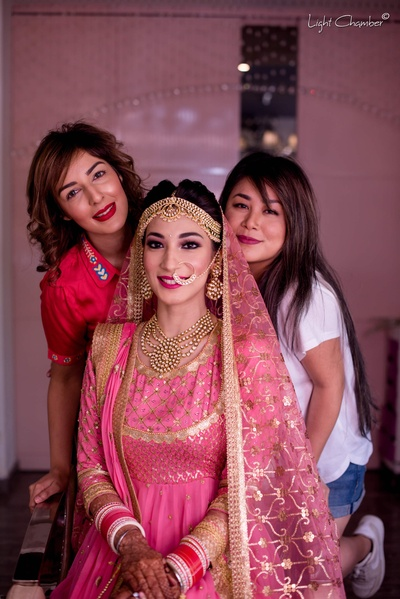 Parisa poses with her makeup team before the wedding function at GK1 Gurudwara