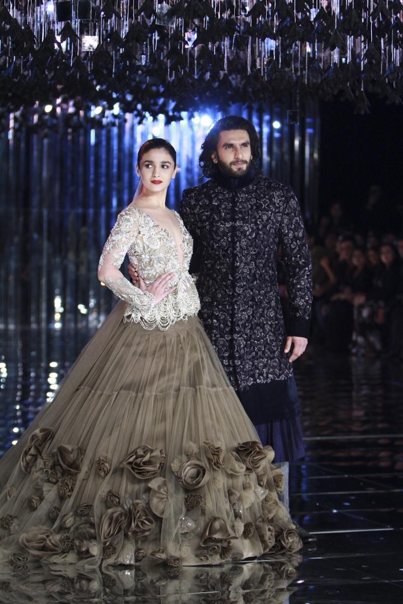 8963fa62f3 Indian Wedding Dresses For Groom By Manish Malhotra – DACC