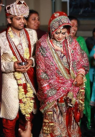 Bride's wedding attire off set by her dense Kaliras