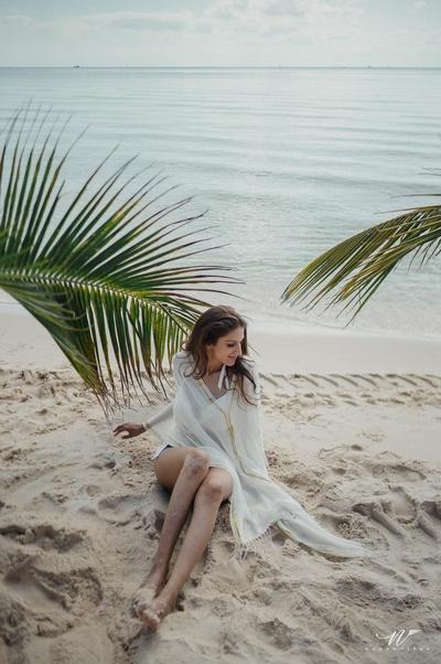pre wedding shoot by the beach