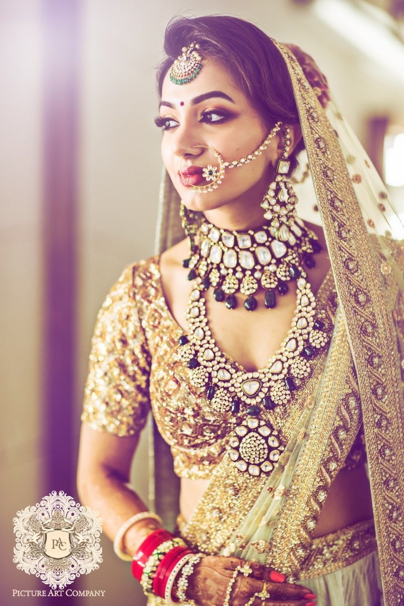 3. Okay, this is some really unique kundan and emerald jewellery worn on a golden lehenga!