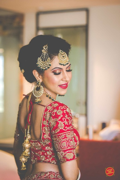 Bride posing in her red lehenga