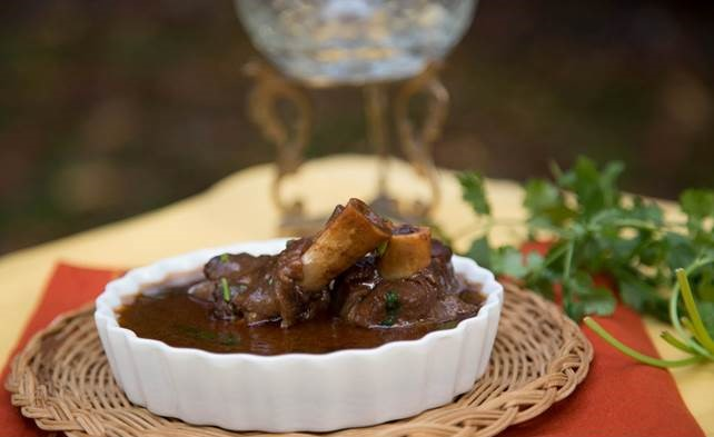 Nalli Nihari is a mutton dish made using leg pieces of lamb or beef.