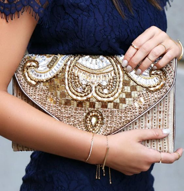 OVERSIZED DAY-CLUTCHES
