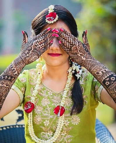 Brides of 2017 and their gorgeous mehndi details! <3