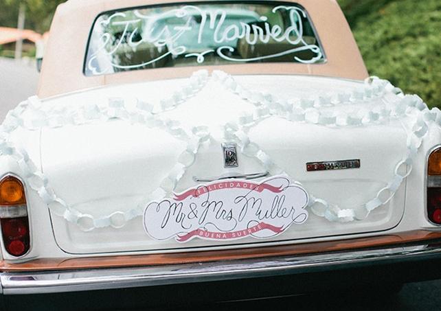 Wedding car decoration idea:Mr and Mrs