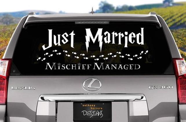 Wedding car decoration idea: Personalised Elements