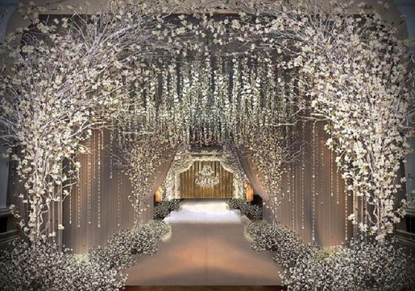 Wedding Entrance Designs To Mesmerize Your Guests From The