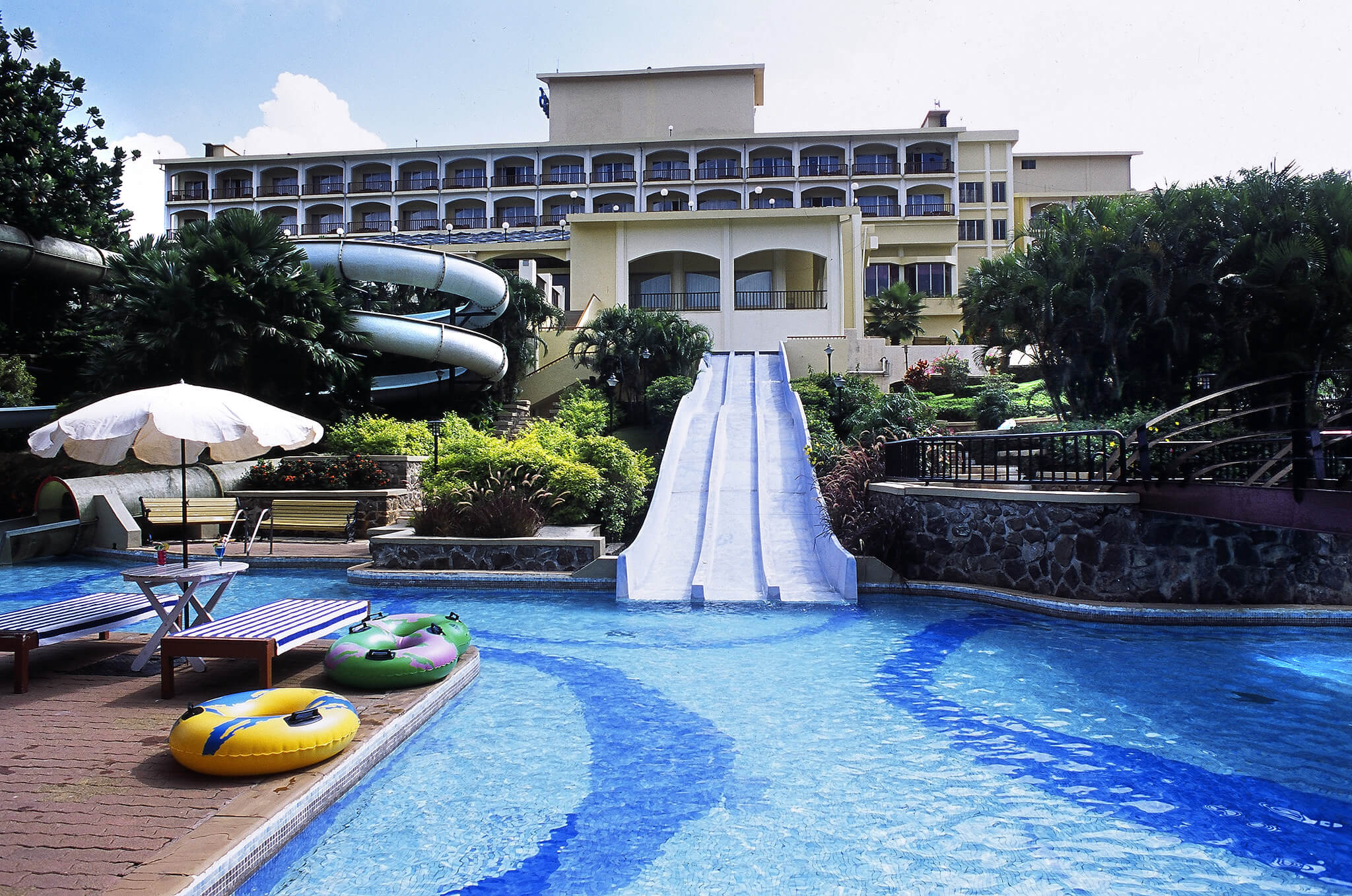 Fariyas resort lonavala photos fariyas resort pictures - Hotel with private swimming pool in lonavala ...